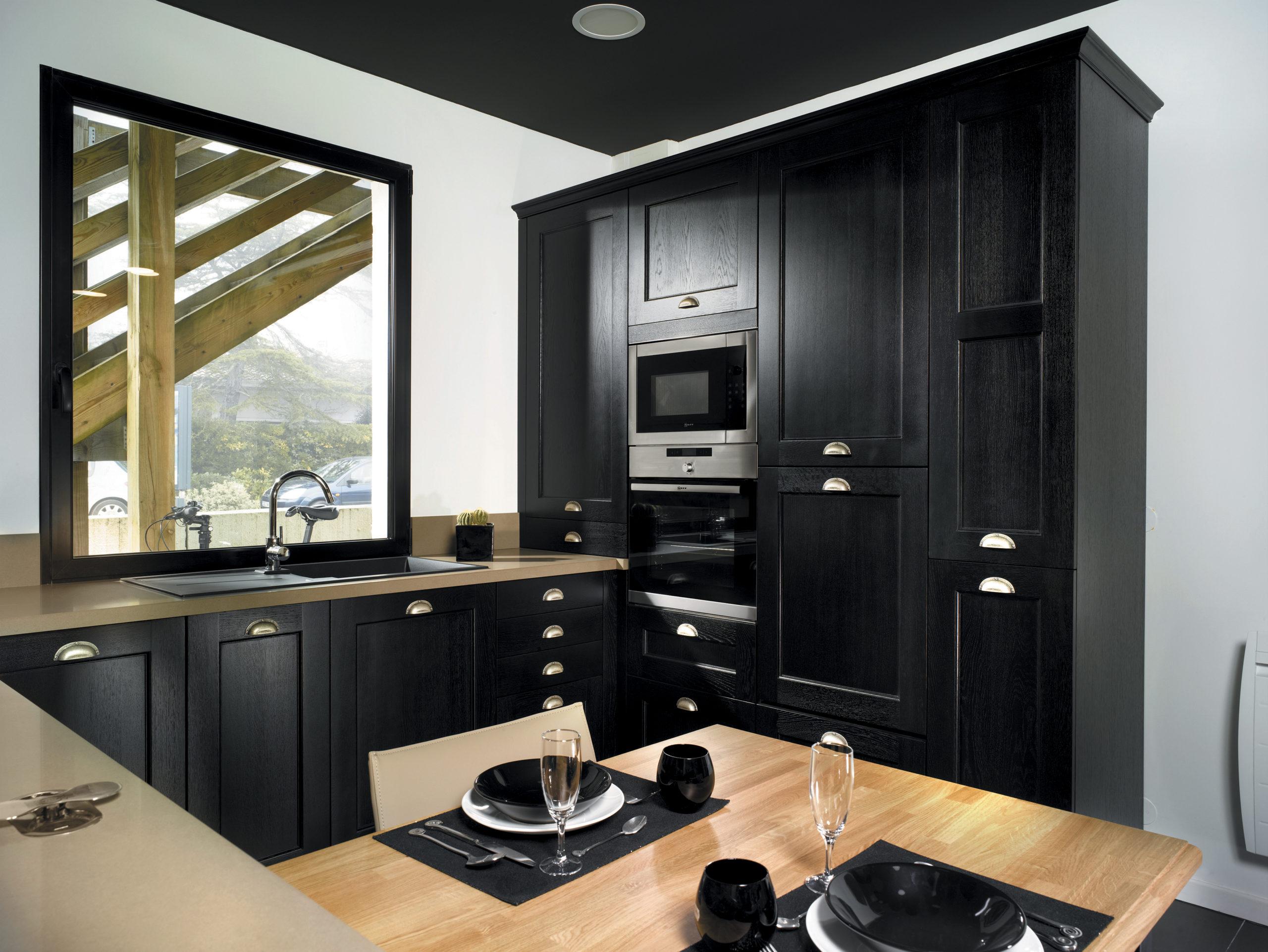 Louarn Intérieurs cuisine noire Morbihan