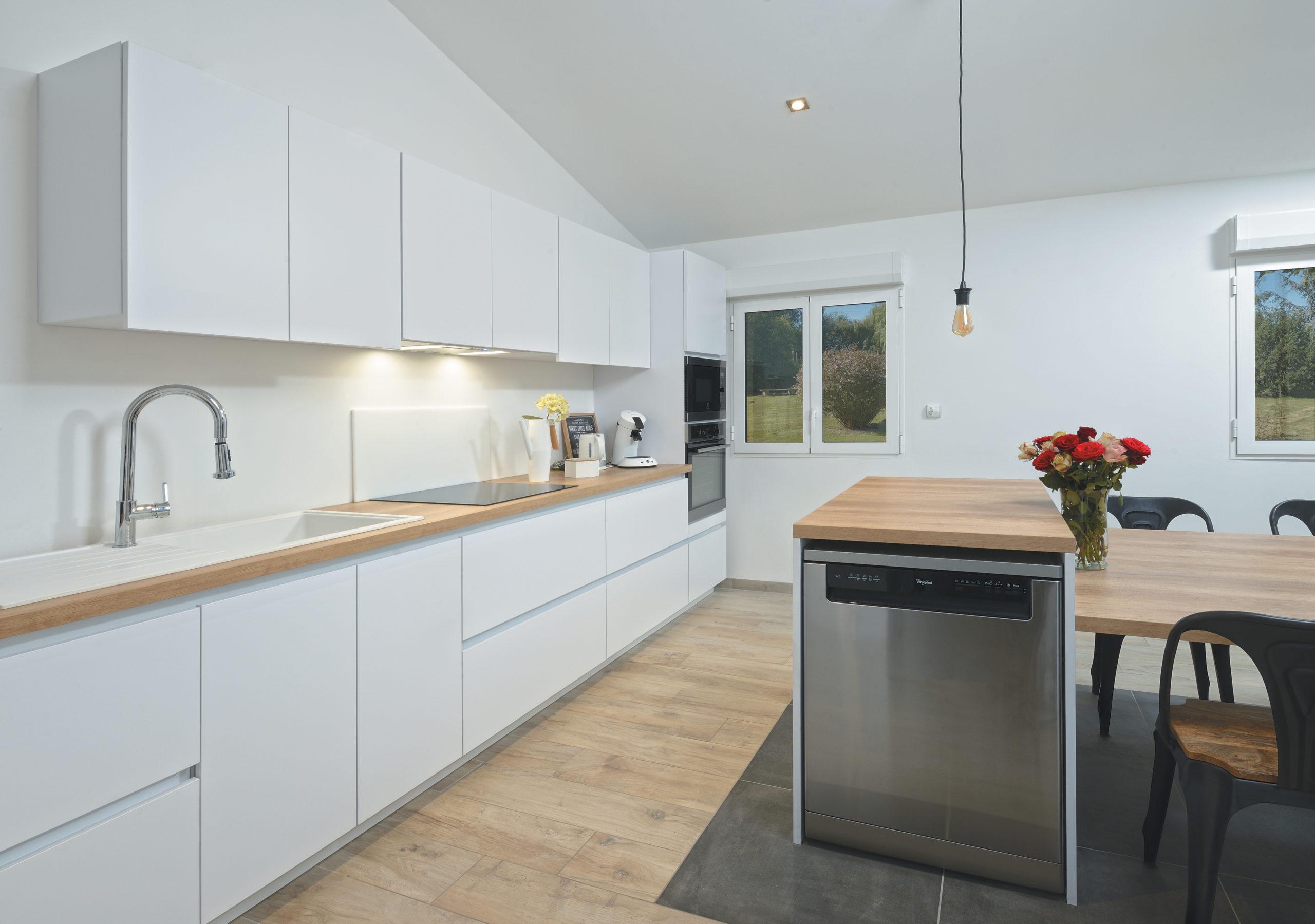 Louarn Intérieurs cuisine blanche Morbihan